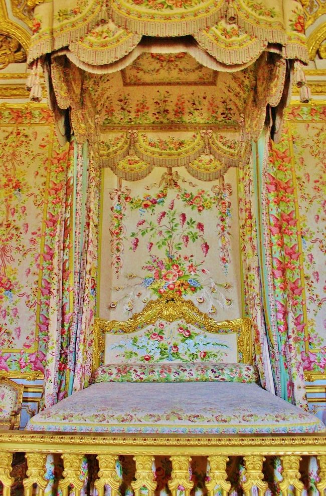 オンラインツアーでヴェルサイユ宮殿 自宅でふれあい街歩き 鏡の間 かわゆい王妃の寝室