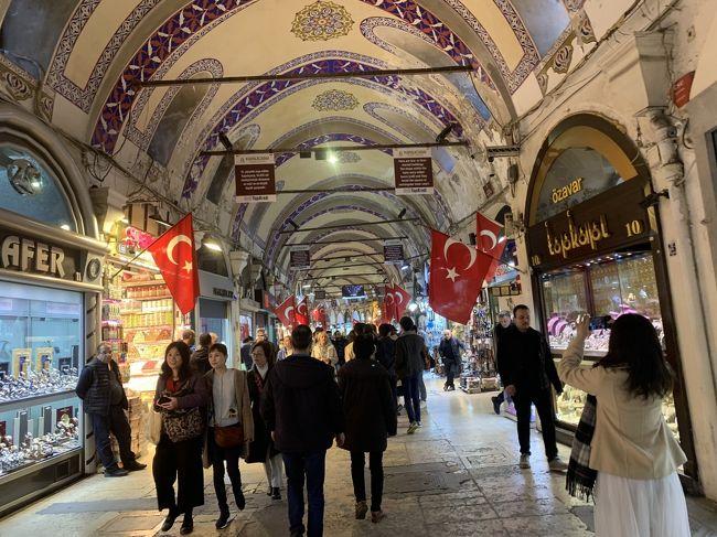 2020年の2月にトルコに行ってきました。<br />トルコは初めてなので、各地を巡ってくれるツアーに参加しました。<br />トルコ10日間周遊のツアーはたくさんあるのですが、日程や行き先は大体同じだと思うので、迷ってる方の参考にしていただきたいです。また、海外旅行に行けない今、少しでも海外旅行をした気分になっていただければ幸いです。<br />日程は以下の通りです。<br /><br />【日程】<br />1日目:成田→ドーハ→アダナ(トルコ)<br />2日目:カッパドキア観光<br />3日目:カッパドキア観光<br />4日目:コンヤ観光<br />5日目:パムッカレ観光<br />6日目:アフロディシアス、エフェソス、クシャダス観光<br />7日目:ベルガマ、ブルサ観光<br />8日目:イスタンブール観光<br />9日目:イスタンブール観光<br />10日目:イスタンブール→ドーハ→成田<br /><br />8日目はブルサ、イスタンブール観光です。<br />長かった旅行もついに終盤です。