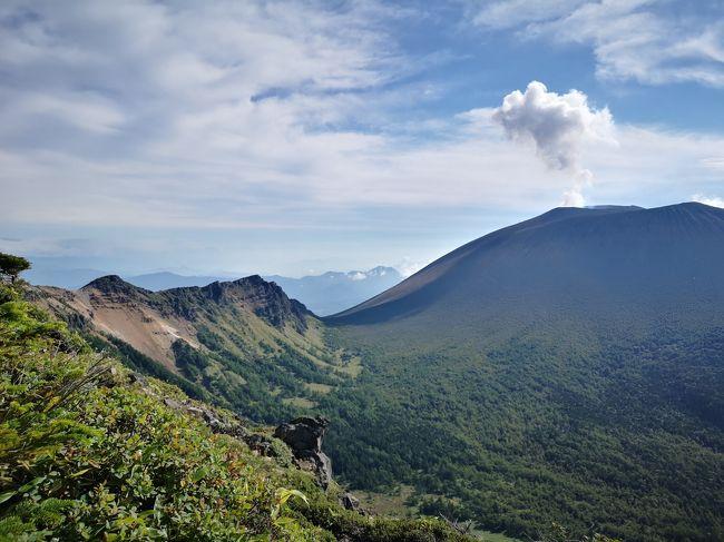 夏の登山が消化不良だった為に何とかして今シーズン一度は満足な登山をしたいと思っていた。パパは毎月「山と渓谷」や「peaks」を買ってきては私を煽る。15日発売の10月号の「山と渓谷」に載っていた「浅間山を間近に望む山」と紹介されていた黒斑山に一目ぼれし、9月の連休に登ることを決めた。<br />