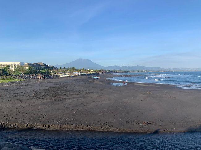 ギャニャールのパンタイルビーと言うビーチ。<br />サーファーに人気。バリサファリから近いです。<br />この日は綺麗なアグン山が見れました!