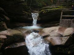 ニューハンプシャー州 カンカマガス ハイウェイ ー サバデイ滝