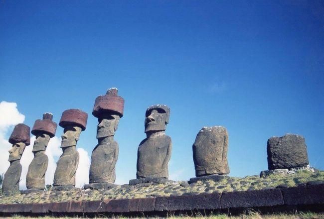 チリ南端の大都市プンタアレナスからサンチアゴに戻り、イースター島に向かいました。