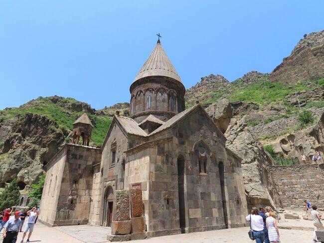 アルメニアの世界遺産「ゲガルド修道院とアザト川上流域」。この地域は4世紀から13世紀の修道院などが残っています。<br /><br />首都エレバンから余裕で日帰りできるということで早速行ってみました。