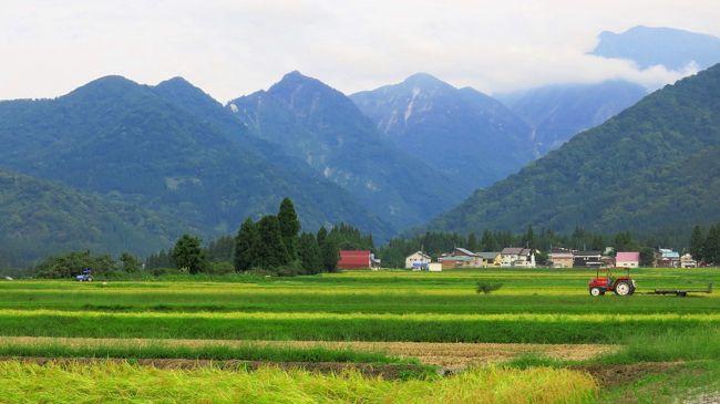 遅い夏休みを取って、新潟に行った。<br />メインの目的は巻機山に登ること。<br />道中が意外に長いので前日から現地入り。<br />登山前後に周辺を徘徊したが、美しいものにあふれていた。
