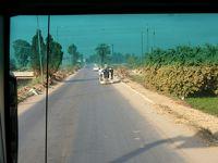 旅行会社の誇大広告に騙されたナイル川クルーズの旅 16 エジプトの一般道は悪路だった