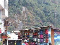初南米 ペルー8日間の旅 ④マチュピチュ村の散策~その時何が起きていたのか~&写真が少ないので土産も