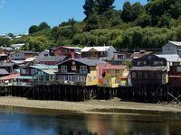 チリ北上中 カストロの世界遺産木造教会と個性豊かな家々