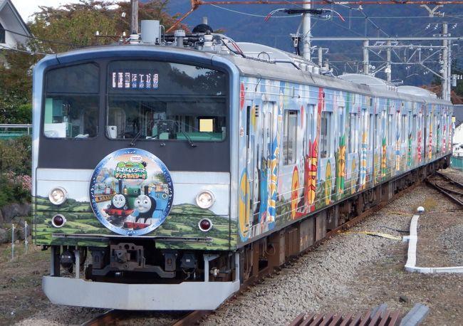吉田うどんを食べた後は富士急線のトーマスランド20周年記念号に乗って河口湖に向かいました。