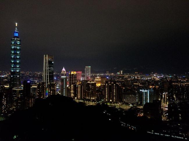 今回は台湾の中心都市である台北を起点に3泊4日の旅行をしました。<br /><br />3日目は台北の中心地を主に散策しました。<br />午前中は西門町から龍山寺へ。<br />お昼はあの鼎泰豐(支店ですが)に向かい、休憩の後に夜は象山からの夜景を堪能しました。