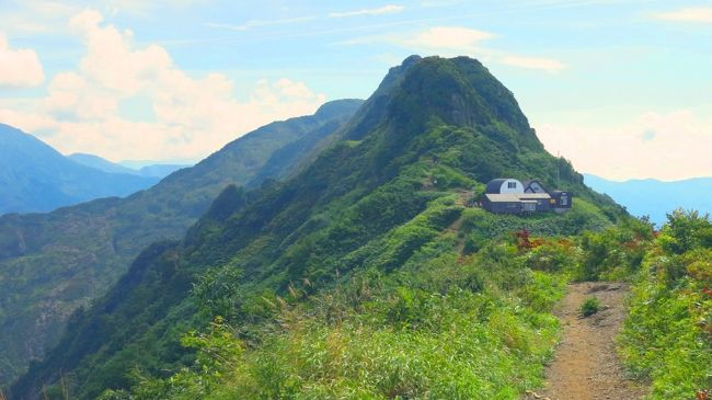 初の越後山行は、高層湿原マニアとしては避けて通れない巻機山を主菜に、副菜は八海山で岩登り。<br />夏休みの分散取得で、9月連休に1日追加で混雑回避。<br />大まかな日程は<br /> 初日は現地入りとブラブラ観光<br /> 2日目に巻機山<br /> 3日目に八海山<br /> 最終日は再度ブラブラ<br /><br />相方は諸事情により2日目夕方に合流、、、<br /><br />最初に日程が決まり、次に行く先を決めた今回の旅。<br />越後駒ヶ岳か巻機山かかなり悩んだ。<br />相方と登る山を探すのも一苦労だった。<br /><br />これだけ仕込みに時間がかかったんだから、晴れてくれなきゃ困るよなぁ<br /><br />結果、旅行記としてまとめるにあたり感じたことは、考えてみれば至極当然のことだったんだが、それは後ほど。