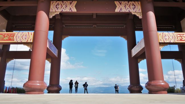イニシャルDで有名な榛名山のふもとにある巨大寺院、以前から知っていたけど怪しそうで近寄りがたい感じ・・・<br />晴れた休日~行ってみたら絶景!なかなか良かった!<br />