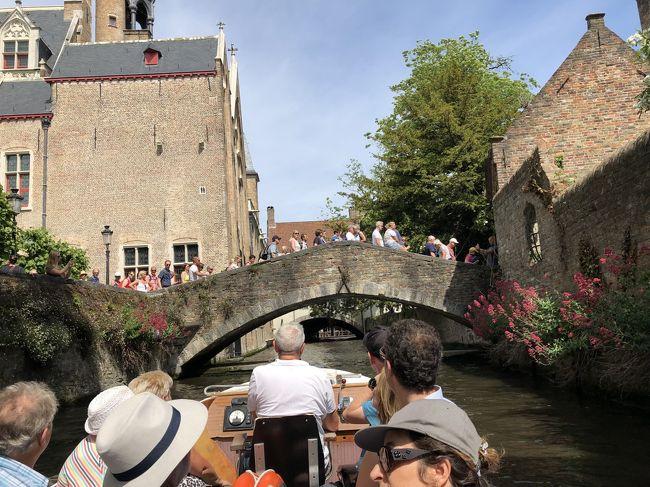 街の中を運河が流れる古都ブルージュ。<br />「天井のない美術館」とも「北のベネチア」とも呼ばれる。<br />運河クルーズを楽しみ、中世の街を散策し、ベルギーチョコとベルギービールに酔いしれた。<br />ブリュッセルに戻り、ベネルクス最後の夜を過ごした。