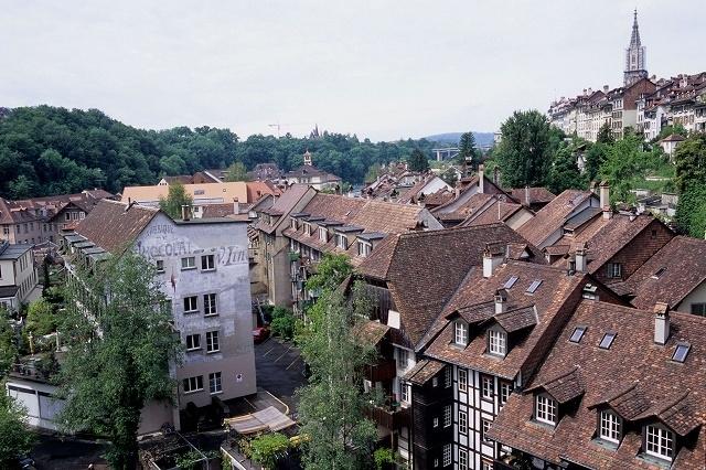 2008年5月24日から6月1日までの9日間、スイスとフランス(パリ)を列車で回る旅をしました。<br />旅の前半はスイスで4泊してアルプス山岳地方のハイキング、後半のフランスではパリで3泊して街歩きをメインに楽しみました。。。<br />旅行の前日までは仕事で泊りの出張。出張から帰った夜から荷造りの始まりです。「持って行く物リスト」はちゃんと手帳に書き込んであるので、手帳を見ながら忘れ物がないように旅行カバンに放り込むだけ。今回は、フイルムカメラのみでの撮影に挑戦しました。空港のX線検査が気になりますが、一枚一枚じっくりとフイルムカメラで撮影するのは、その緊張感があっていいものです。<br />PENTAX LX, PENTAX FA 31mm F1.8AL Limited, FUJI RVP F<br />ASAHI PENTAX MX, PENTAX FA 77mm F1.8 Limited, PENTAX-M 135mm F3.5, FUJI RVP F<br />RICOH GR1, FUJI RXP