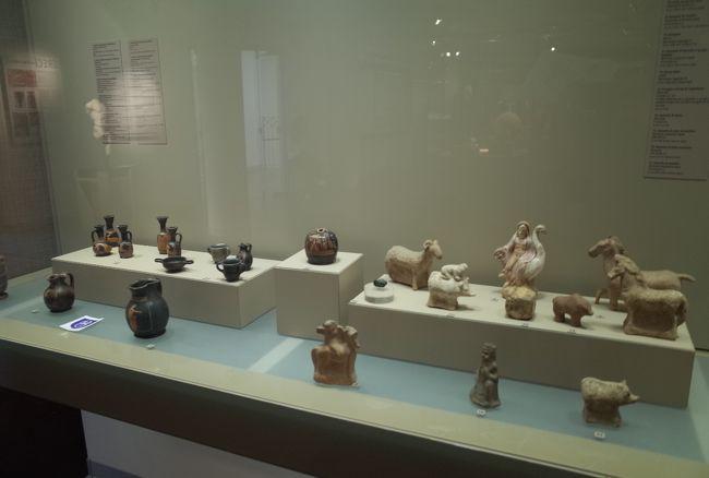 考古学博物館等の歴史スポットを行く。