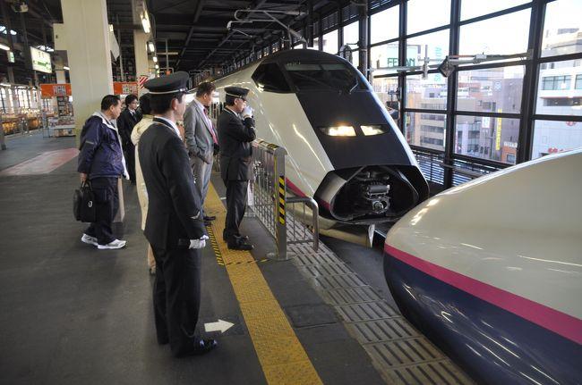 盛岡駅では秋田からやってくる秋田新幹線「こまち」を連結して一緒に東京へ向かいます。