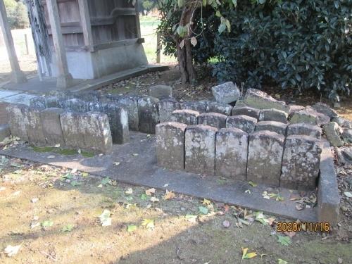 ネットで調べましたが何もヒット出来ませんでした。香取 駒形の両神社を祀っています。庚申塔が多く集められています。全部で百庚申でしょう。一石百庚申供養塔。庚申塔を百並べずに文字で百を表す石造物もありましたので二百庚申です。
