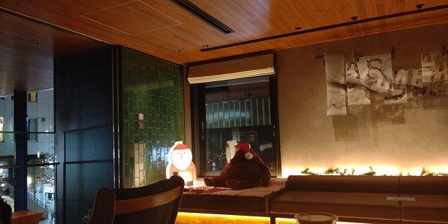 週末仕事帰りにホテルに一泊してゴロゴロ。<br /> ザ ロイヤルパークキャンバス銀座8 <br />落ち着いた場所にあるキレイなホテル。<br />ラウンジもオシャレで落ち着く。<br />特典でドリンク2杯フリーなので部屋に持帰り、買ってきた食事と一緒に飲みました。<br />都内から出なくてものんびりできる。