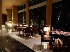 インド洋前の{リッツカールトン・バリ}ホテル内の現地食レストラン