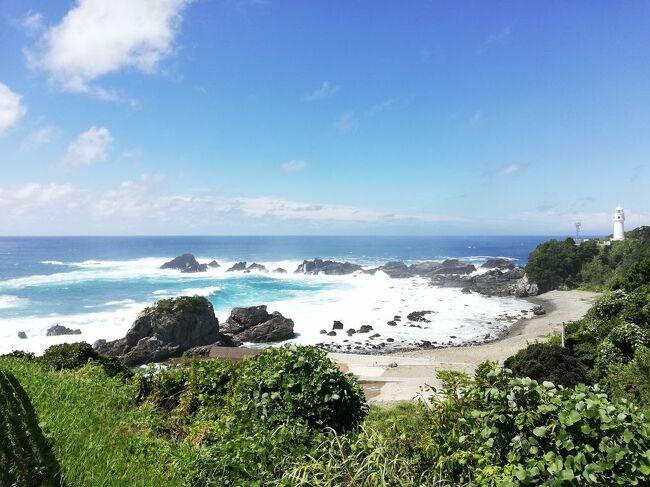 """弾丸海外の旅とか、マニアックな国内の旅を好む私ですが、<br />たまには「ベタ」(関西芸人がいうところの定番中の定番の意)<br />な観光地を訪れることがあります。<br />今回は、和歌山県の「ホテル浦島&潮岬&めはりずし&茶飯&金山寺味噌」をご紹介します。<br /><br />★「ベタ」な観光地シリーズ<br /><br />ニセコ(北海道)<br />http://4travel.jp/travelogue/10557930<br />美瑛&青い池(北海道)<br />https://4travel.jp/travelogue/10417987<br />幸福駅&ばんえい競馬(北海道)<br />http://4travel.jp/travelogue/10417731<br />高山稲荷神社&鶴の舞橋(青森)<br />https://4travel.jp/travelogue/11404300<br />下北半島(青森)<br />http://4travel.jp/traveler/satorumo/album/10437472/<br />岩木山&こみせ(青森)<br />http://4travel.jp/travelogue/10557256<br />田んぼアート(青森)<br />http://4travel.jp/travelogue/10993533<br />弘前&十二湖(青森)<br />http://4travel.jp/traveler/satorumo/album/10490992/<br />平泉&伊豆沼・内沼の白鳥&松島(岩手&宮城)<br />https://4travel.jp/travelogue/11499615<br />多賀城(宮城)<br />http://4travel.jp/traveler/satorumo/album/10688179/<br />仙台光のページェント(宮城)<br />http://4travel.jp/travelogue/11207650<br />宮城蔵王キツネ村(宮城)<br />https://4travel.jp/travelogue/11345894<br />妙乃湯温泉&十和田プリンスホテルに泊まる角館&田沢湖&乳頭温泉<br />&十和田湖(秋田)<br />https://4travel.jp/travelogue/11600220<br />秋田竿灯まつり(秋田)<br />http://4travel.jp/travelogue/10941648<br />上山温泉""""古窯""""&蔵王お釜(山形)<br />https://4travel.jp/travelogue/11618311<br />山寺(山形)<br />http://4travel.jp/traveler/satorumo/album/10785796<br />蔵王&天元台(山形)<br />http://4travel.jp/travelogue/10571930<br />蔵王樹氷(山形)<br />http://4travel.jp/traveler/satorumo/album/10450750/<br />天童の人間将棋(山形)<br />http://4travel.jp/traveler/satorumo/album/10768677<br />海鮮食べ放題バスツアー (山形)<br />http://4travel.jp/travelogue/11048424<br />月山&山形花笠まつり&仙台七夕(山形・宮城)<br />http://4travel.jp/traveler/satorumo/album/10557069/<br />""""るーぷる仙台""""で市内観光&牛タン&仙台大観音(宮城)<br />https://4travel.jp/travelogue/11642389<br />カシマサッカースタジアム&真壁(茨城)<br />http://4travel.jp/travelogue/10556710<br />日光東照宮(栃木)<br />http://4travel.jp/traveler/satorumo/album/10428289/<br />奥日光(栃木)<br />http://4travel.jp/traveler/satorumo/album/10420786/<br />浅間山・伊香保・赤城(群馬)<br />http://4travel.jp/traveler/satorumo/album/10422735/<br />休園中の東京ディズニーリゾート(千葉)<br />https://4travel.jp/tr"""