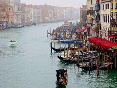 ゴンドラとベネチアの水路