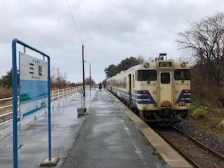 2020年11月20日から23日にかけて、「三連休東日本・函館パス」を利用して、東北方面へ出かけました。<br /> 鉄道情報サイト「レイルラボ」の乗りつぶし記録「鉄レコ」の乗車距離を延ばすべく、時間ある限り鉄道に乗ってきました。(笑)<br /> 次は、青森駅から津軽線に乗って終点三厩駅を往復します。