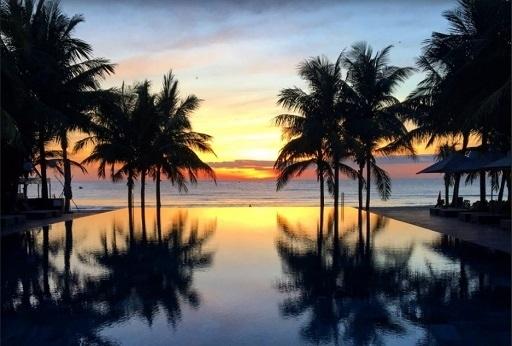 今年6月にベトナム・ダナンへの旅行を予約していた。<br />しかし、コロナウイルスが蔓延した関係で行くことができなくなってしまった。<br /><br />6月&#10145;9月&#10145;11月・・・ダメ!<br /><br />どうする? どうした?<br /><br />※旅行へは行けずに、順延したというお話です。 ご了承ください。