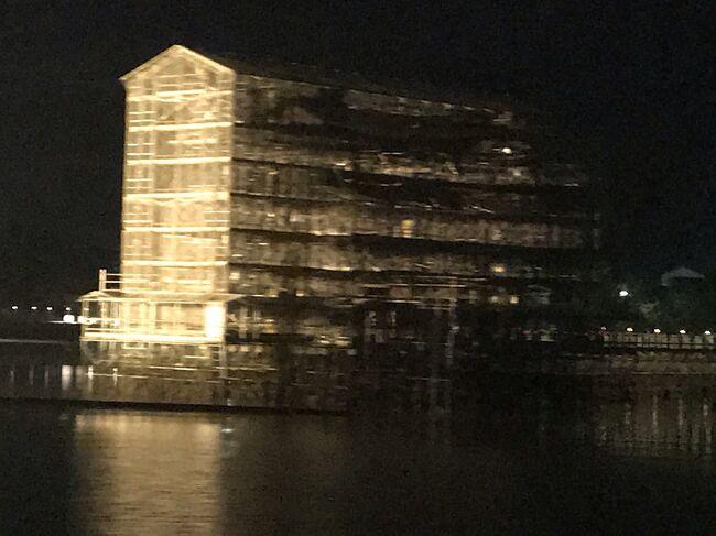厳島神社に、2015年に訪れて早5年!今、大鳥居は、大改修工事中…(T . T) しかーし(^-^) 滅多にお目にかかれないお姿との事で、初の広島宮島への憧れを抱いている友達と再訪してきました♪<br />ナイトクルーズは、神々しい光の中に大鳥居の影が見えて神秘的でしたよ!