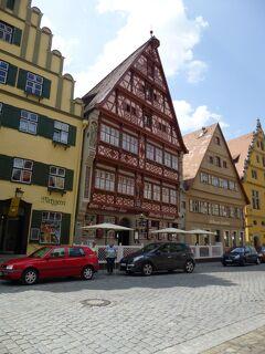 ドイツ2012年・麗しの5月:ディンケルスビュールの旧市街は魅力、町一番のドイチェスハウスが好みだ。