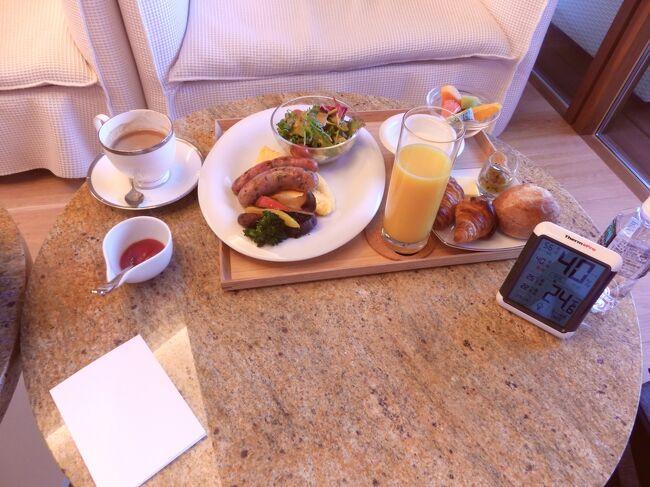 小淵沢ホテルキーフォレスト北杜の朝食<br /><br />普通はビュッフェスタイルらしいが、中華武漢コロナ肺炎により、部屋食と成っている。<br /><br />