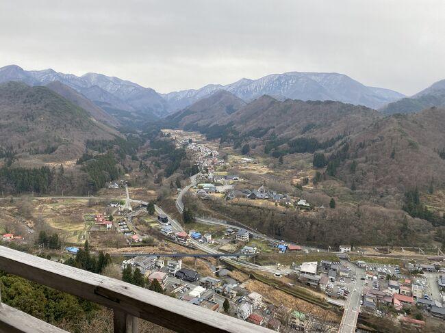 雨が降らなかったので銀山温泉から仙台に向かう途中にある山寺に立ち寄り1015段の階段を登りながら煩悩を消してきました。<br />山寺は皆さんがご存知の松尾芭蕉が『寂しさや岩にしみいる蝉の声』を読んだ場所でもあります。
