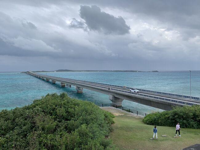 昨年「美ら島沖縄本島大周遊」で利用した旅行会社で魅力的なツアーを発見。<br />GoToトラベル事業支援対象、『八重山諸島・宮古島周辺島の離島10島めぐり大周遊』。<br />昨年、沖縄本島旅行の帰り道「そのうち離島も行ってみたいよね!」と話し合っていたので、コロナ禍の中感染防止に最大限注意しながらの旅行記です。<br />
