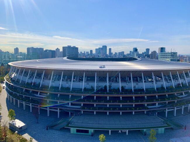 今回ステイケーションをする為に選んだホテルは、2019年11月にできたばかりの『三井ガーデンホテル神宮外苑の杜プレミア』。<br /><br />都営地下鉄大江戸線「国立競技場駅」からすぐの場所にあり、屋上のテラスからは神宮外苑や新国立競技場を眼下に望むことができるホテルです。<br /><br />何故こちらのホテルを選んだかと言うと、東京ミッドタウン(六本木・日比谷)とホテルレストラン等で利用できる1万円分のチケットがセットになった、とってもお得な宿泊プランがあったから!<br /><br />他にも<br />・大浴場付き<br />・朝食の口コミが良い<br />・新宿御苑(お散歩にぴったり)にも近い<br />などがいいなぁ~と思ったポイントです♪