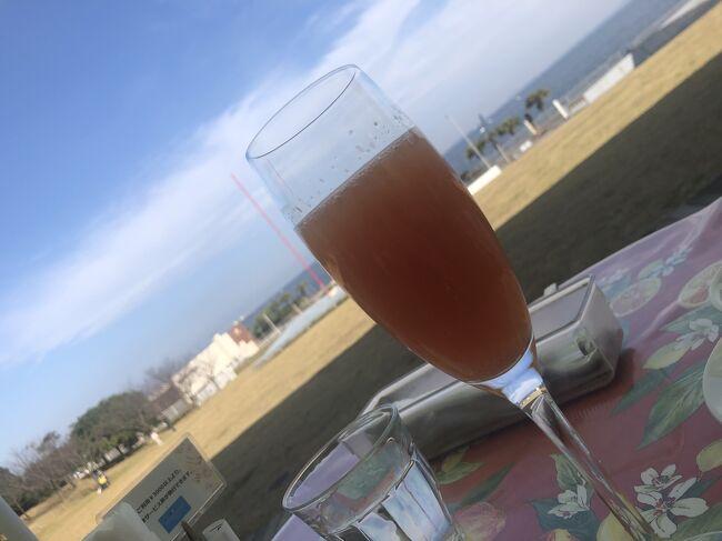 <br />横須賀美術館にお誘いがあり、行って来ました!<br /><br />海の前でロケーションがスゴい! レストランは美味しいし、行ってよかった! 帰りはへけけ先輩と桜木町で待ち合わせて野毛へ