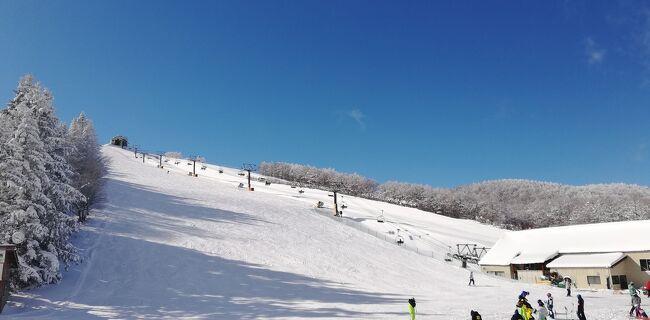 12月17 日、昼0時、気温マイナス6℃、晴れ。<br />寒波が襲来して菅平高原にも今週初めからどっさりと雪が降りました。<br />毎日、滑りに来ていますが最高のコンディションです。<br />初滑り編では、ほとんど雪の無い菅平高原でしたので改めて様子を紹介します。