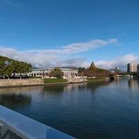 48年ぶりのクリスマスのイルミネーションに飾られた広島と初体験の平和記念資料館