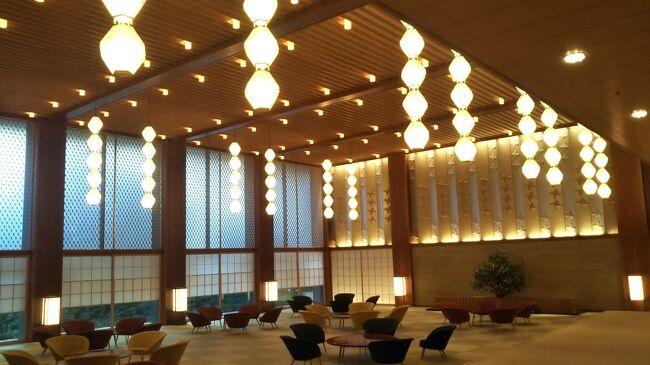 東京が解禁で始まった GoTo トラベル第7弾は、ホテルオークラ。<br />それもホテルオークラグループの最上位ブランドとなるヘリテージルーム。<br />生涯二度と泊まることができないであろう我が家の GoTo トラベルで最も楽しみにしていた宿泊。<br /><br />なのに GoTo 期間中に土曜の空きが見つけられず、唯一 12月に日曜の空きを見つけるも、12月は仕事の都合上 1日休みが難しく、午前休での宿泊となってしまったのが残念すぎる。<br /><br />【手配】<br />・ホテル:ホテルオークラ<br /> 【プライベートセール】ポイント最大20倍!ビューバスから四季の移ろいを感じるヘリテージウイングステイ ヘリテージルーム(ビューバス)ツイン 【禁煙】 (ツイン)@一休<br /> 53,320円(101,640円 - 20,320円&lt;一休ポイント&gt; - 28,000円&lt;Go To Travel クーポン&gt;)<br /><br />【地域共通クーポン】<br />・12,000円<br /><br />【GoToトラベルシリーズ】<br /> ① 20年10月 リッツカールトン沖縄<br /> ② 20年10月 忘れの里 雅叙園<br /> ③ 20年10月 積善館<br /> ④ 20年11月 アルモントホテル京都<br /> ⑤ 20年11月 ホテルニューグランド<br /> ⑥ 20年11月 星のや竹富島<br /> ⑦ 20年12月 ホテルオークラ ヘリテージルーム<br /> ⑧ 20年12月 帝国ホテル<br />