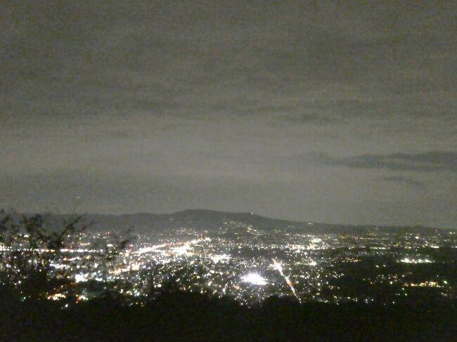 母と二人で奈良散歩。<br /><br />4月に開業した奈良県コンベンションセンターでのまちびらきイベントや<br />9月に移転したNHK奈良で「麒麟がくる 全国巡回展」を楽しんだ後、<br />初めて若草山からの夜景を堪能しました。<br /><br />それと、カラスの巣は決して見てはいけないことを学んだ旅。<br />