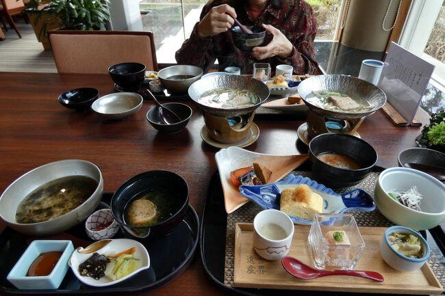 この日の朝食は、前日の夕食に続き日本料理 花木鳥で頂きます。<br /><br />関西で修業を積まれた篠原勝利料理長のお料理は、素材の良さと出汁の濃さが際立って、とても美味しく楽しめます。<br />