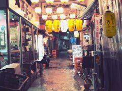 にふぇーでーびる沖縄1人旅No.1「琉歌」で沖縄料理と泡盛 雨で誰もいない国際通り 市場ぐるぐる散歩 オシャレなLESTEL NAHA