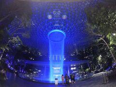 モルディブ旅行(番外編)  5時間のトランジットでシンガポール・チャンギ空港のJewelに繰り出す