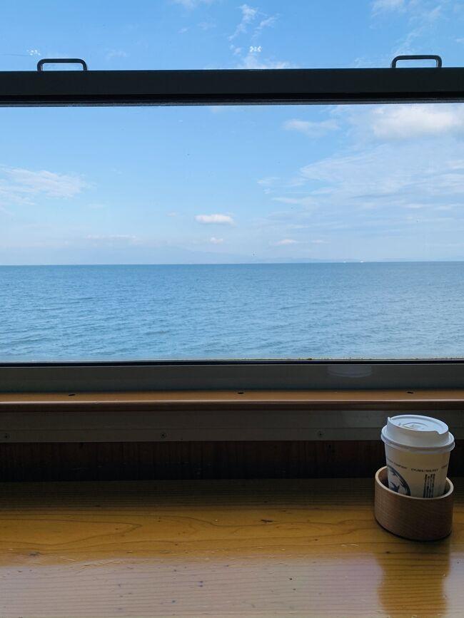 JR西日本、九州、四国が新幹線、特急含めて乗り放題になる「どこでもドアきっぷ」。<br /><br />3日間で18,000円なので一日単価6,000円で指定席も6回まで乗車可能な神切符。2人からが条件という鉄には厳しいハードルだが、幸いガチ鉄ではないが鉄分多めの我家はすぐさま飛びついた。<br /><br />初日は念願の「指宿のたまて箱」に乗ります!<br />いつもながらほぼ観光無し乗って食べて飲んでの旅。