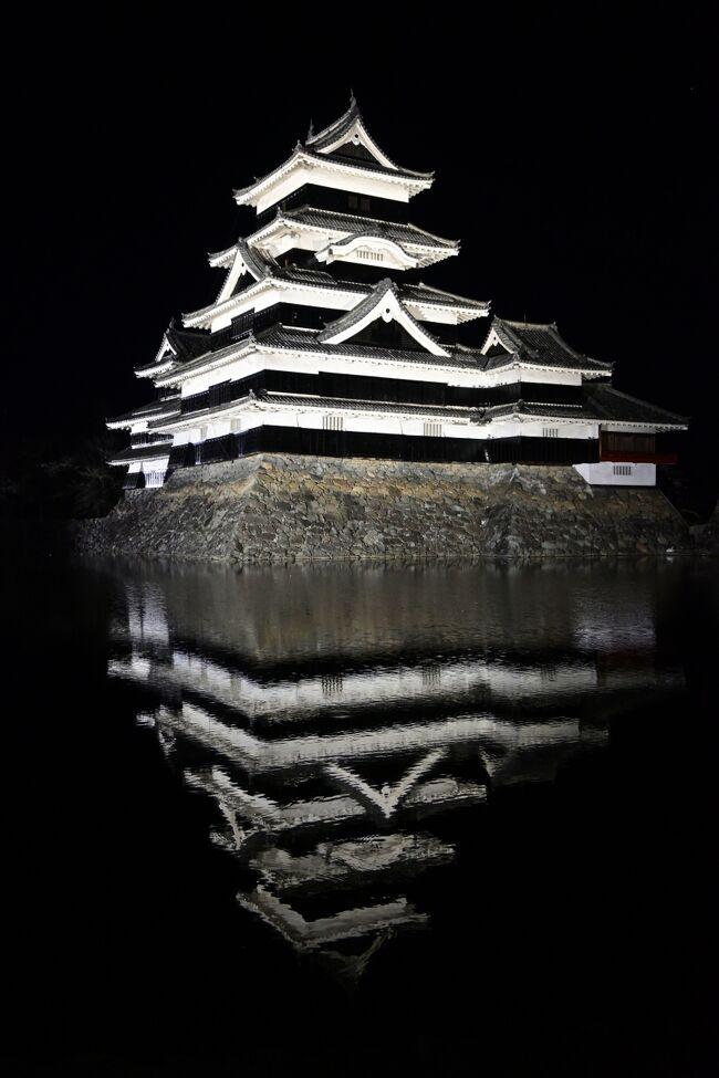 篠ノ井の茶臼山動物園見学を終へ特急で松本へ移動。目的は松本城の夜景を見るためです。結論は、何処から見ても格好良かったぞ松本城。