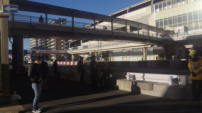 第97回箱根駅伝を京急蒲田駅まで観戦しました。<br />例年と異なるのは 「応援団不在」「応援の小旗配布なし」<br />車両:トヨタ自動車が協賛しているので 各大学の車両は 同じ車両でした<br /><br />往路優勝 創価大学