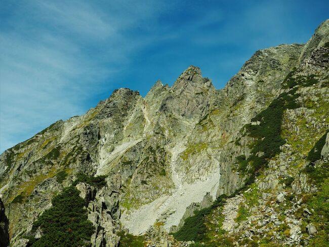 奥穂高岳今まで登ったこと無かったのですがウォルター・ウェストンが奥穂高岳登ったルート歩けると知って楽しみにしてました。<br /><br />前日の畳岩よりも俄然こっちの方が楽しかったです。<br />VRの実力涵養するにはやはり畳岩かな…。<br />南稜は難易度も今の私にはちょうどいいくらい、ちょっとスリリングなところもゲレンデで修験重ねれば難しくなく思えるでしょう。<br />昨年末の北岳以来の会心の山行でした。