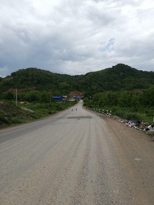 タイ・ラオス メコン川紀行 4日目 ルアンパバーンだらだら 中国ラオス鉄道チラ見