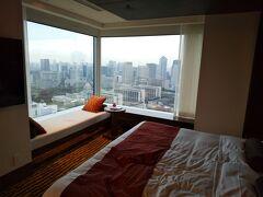 素晴らしい眺望のプリンスギャラリー紀尾井町と庭園のホテルニューオータニ