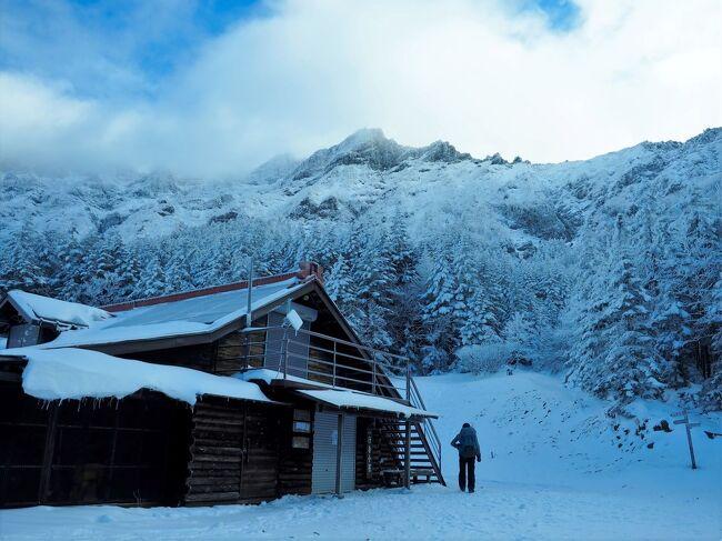 八ヶ岳の岩稜バリエーションルート。<br />雪山シーズン初っ端は寒かったです。