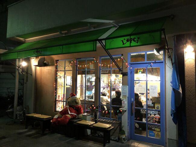 広島に多数あるお好み焼店の中でも青八昌系のお店は、ワンランク上のお好み焼を提供することで知られています。JR広島駅から二駅離れたJR横川駅から徒歩5分位の場所に位置する「ロペズ」も青八昌系のお店です。グアテマラ出身のロペズ店長は、薬研掘の「八昌」で修業して独立しました。<br /><br />「ロペズ」では、他店では見られない中南米の青唐辛子、ハラペーニョのトッピングが人気を呼び、また、サイドメニューにファフィターやトルティーヤチップス等の中南米系の軽食を揃えて、お好み焼店としての独自性を打ち出しています。<br /><br />昨年末に同店で食事をしてきましたが、ハラペーニョのトッピングはお好み焼との相性が意外とよいです。広島へ再訪するのはハードルが高いですが、同店出身の人が東京の亀有でお好み焼店を営業しているので、ぜひ利用したいです。