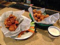 フロリダ州 キシミー ー 夕方に到着し、バーで飲食