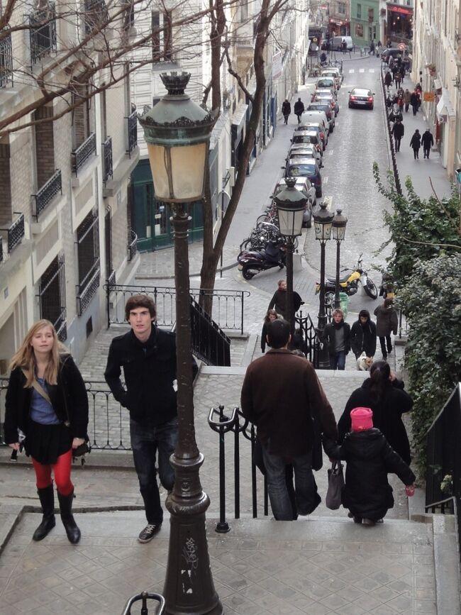 11年前の初めてのパリ、街歩きの模様をアップ!<br /><br />テルトル広場の見学をもって時間切れ。シャルルドゴール空港からANA便で帰国。